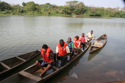 Canoe ride at Nzulezu